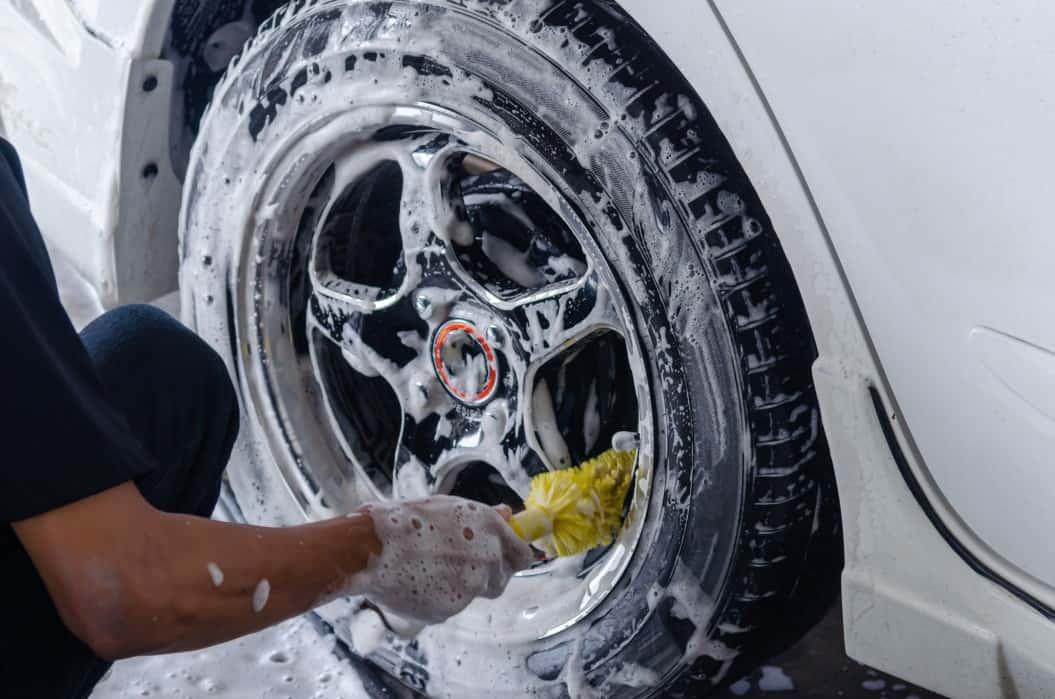 car wash cleaning the wheels t20 jroaja