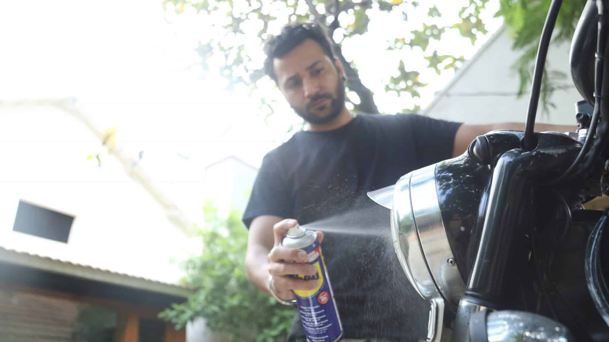 cleaning you motorbike with wd 40